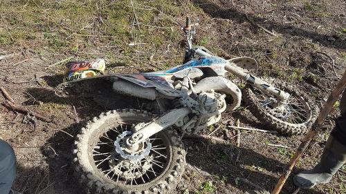 Poliak jazdil na motorke