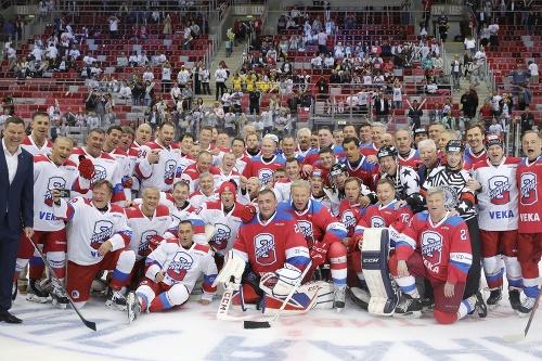 Putin nastrieľal v hokejovom