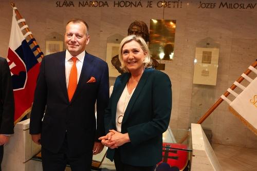 Návšteva Le Penovej sa