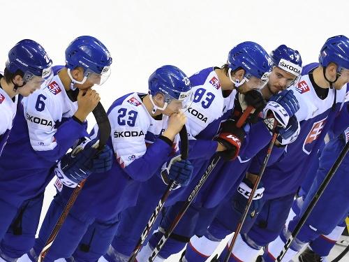 Sklamaní slovenskí hokejisti po