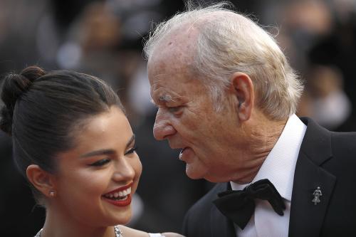 Selena Gomez a Bill