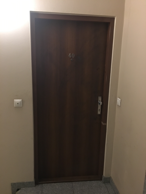 Za týmito dverami sa