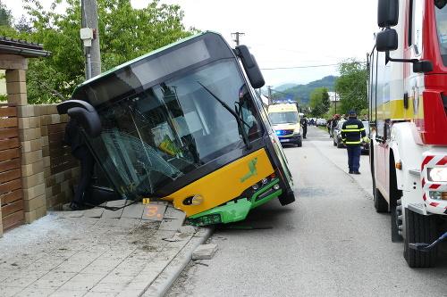V Žiline havaroval autobus