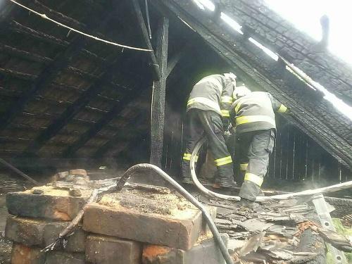Požiar chatu úplne zničil