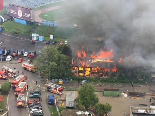 Požiar neďaleko štadióna na