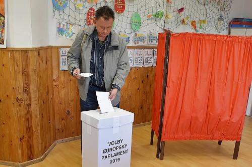 Voliči hlasovali aj v