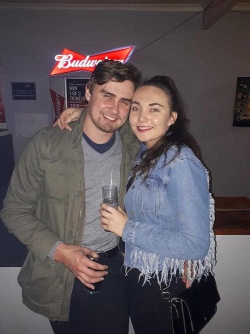 Pumpár (28) dal dievčaťu