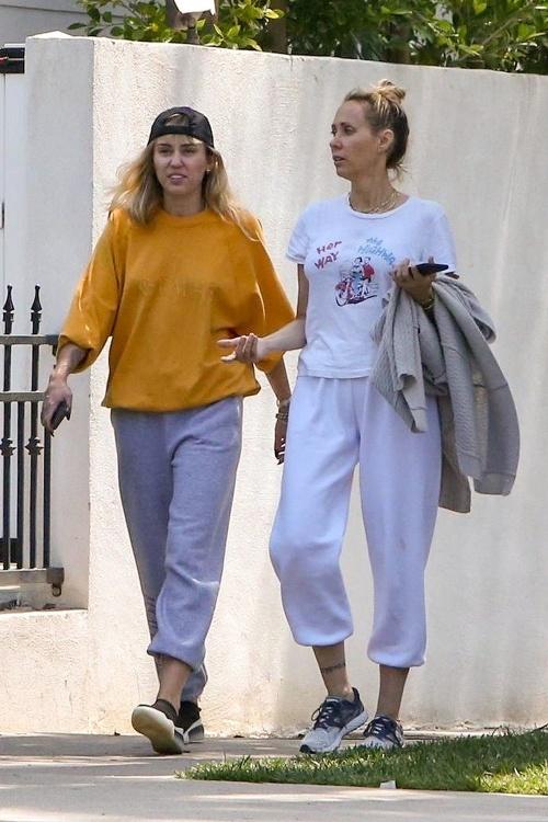 Miley Cyrus na prechádzke