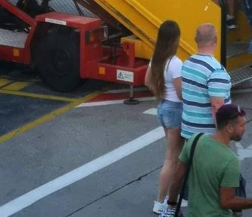 Kotleba pristihnutý na letisku: