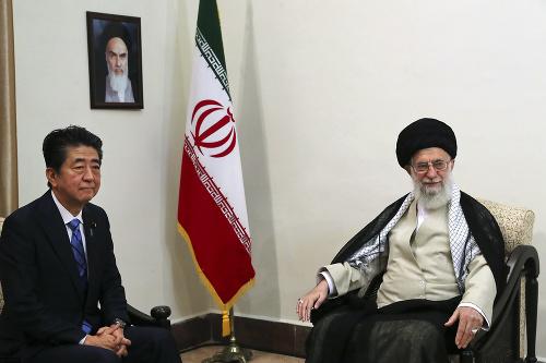 Alí Chameneí a Šinzó