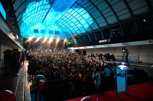 1c343fcb3 V Košiciach začal Art Film Fest, Hercovou misiou ocenil Romana ...