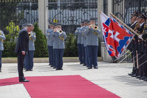 Andrej Kiska počas prehliadky