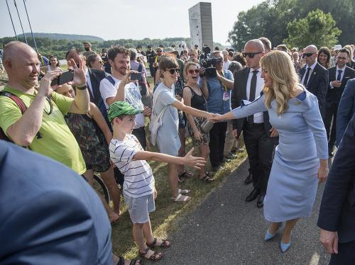 Prezidentka Čaputová pri pamätníku