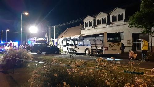 Nehoda autobusu a auta