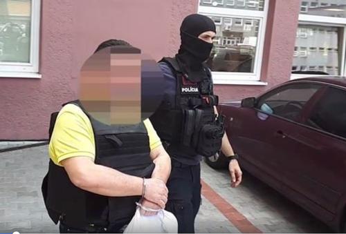 Polícia Kočnera pred novinármi