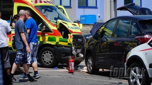 Hrozivá nehoda sanitky v