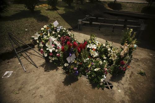 Pohreb mladého otca a