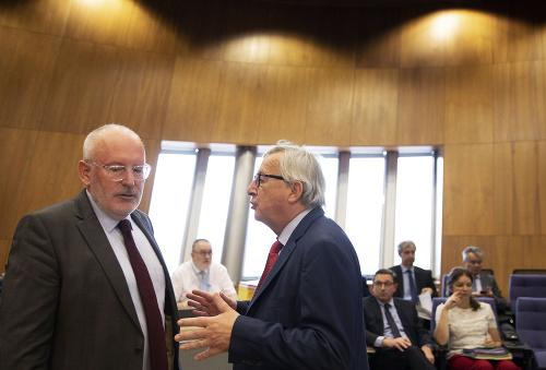 Jean-Claude Juncker (vpravo) a