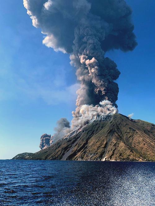 Talianska sopka sa prebrala,