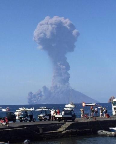Sopka Stromboli vybuchla.