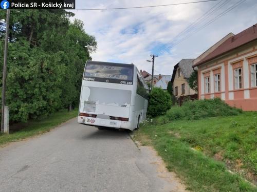 Vodič autobusu skolaboval za