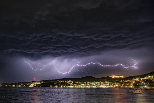 Chorvátsko bičujú búrky.