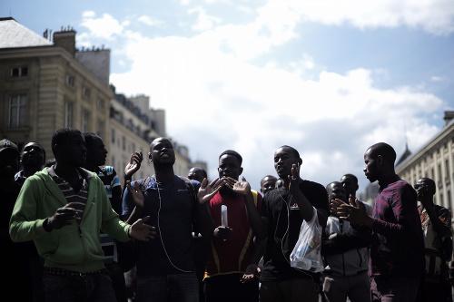 Migranti obsadili parížsky Panteón