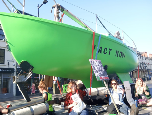 Aktivisti zablokovali premávku vo