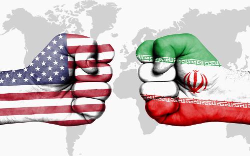 Irán opäť prilieva olej