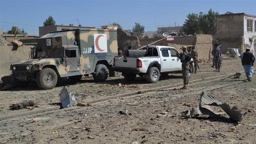 Bomba na ceste zničila
