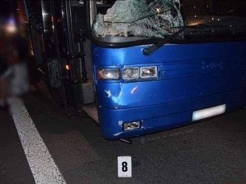Zrážku s autobusom neprežil