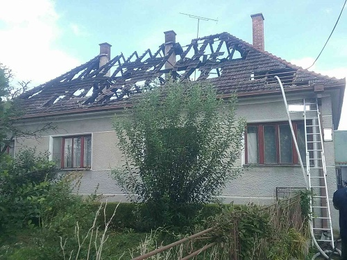 V Maduniciach horeli strechy
