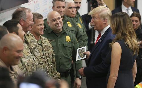 Trump s manželkou navštívili