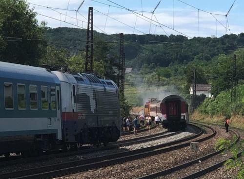 Vlak horel medzi stanicami