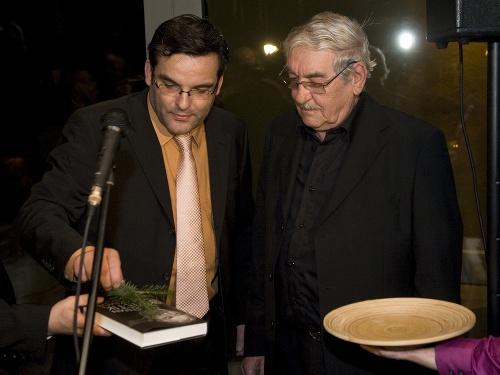 Herec Štefan Kvietik (vpravo)