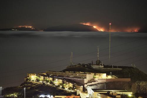 Lesný požiar na ostrove