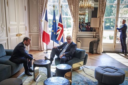 Na snímke britský premiér