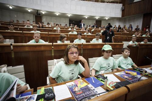 FOTO Deti v parlamente