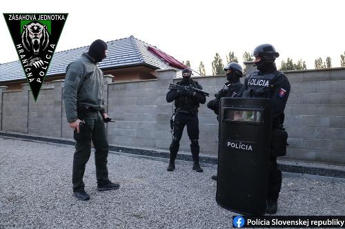 Polícia zasahovala v okrese