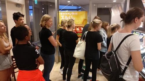 Deti uviazli na letisku
