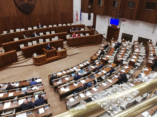 Nekonečná schôdza v parlamente: