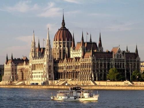 Maďarský parlament schválil uznesenie: