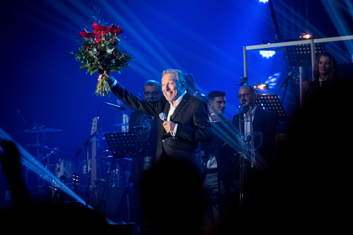 Karel Gott počas koncertu