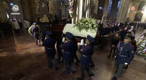 MIMORIADNY ONLINE Pohreb Karla