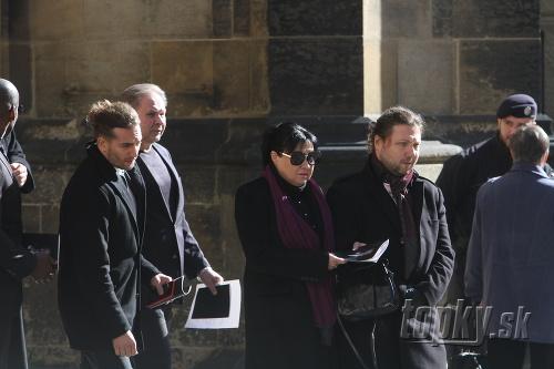 Chvíle po pohrebe Karla