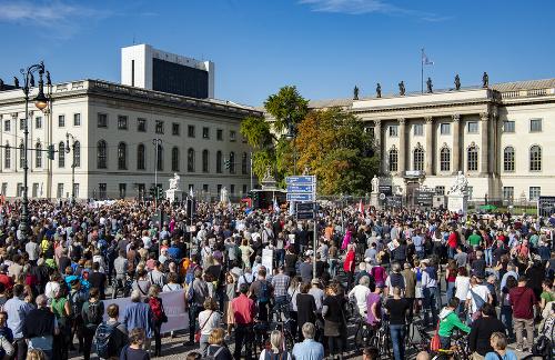 Tisícky ľudí demonštrovali v