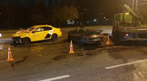 Autá po nehode ostali