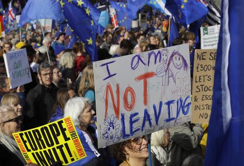 Obrovské protesty v Británii,