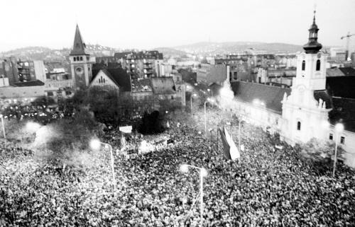 Pohľad na manifestáciu desaťtisícov