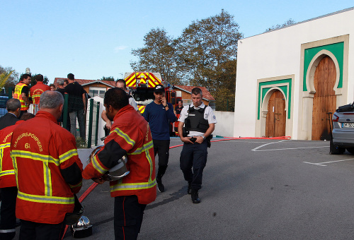 Pred mešitou strieľal 84-ročný